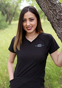Dental assistant Stefani